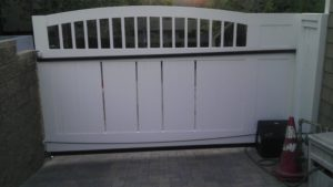 D004 - Homeowner - Wood Sliding Gate With Vinyl 02